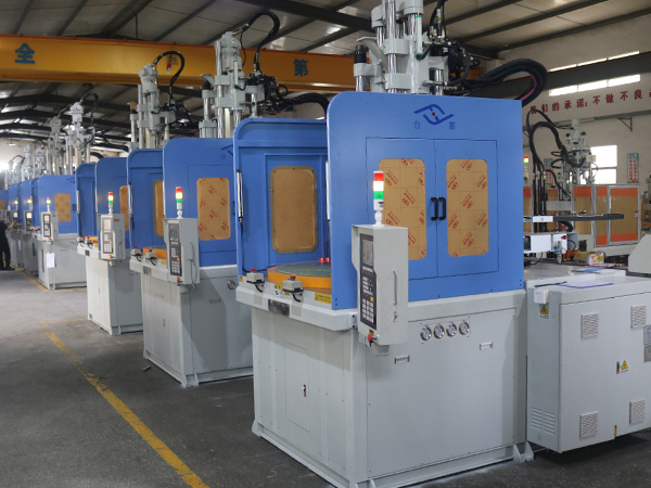 立式注塑机厂家谈如何操作机器