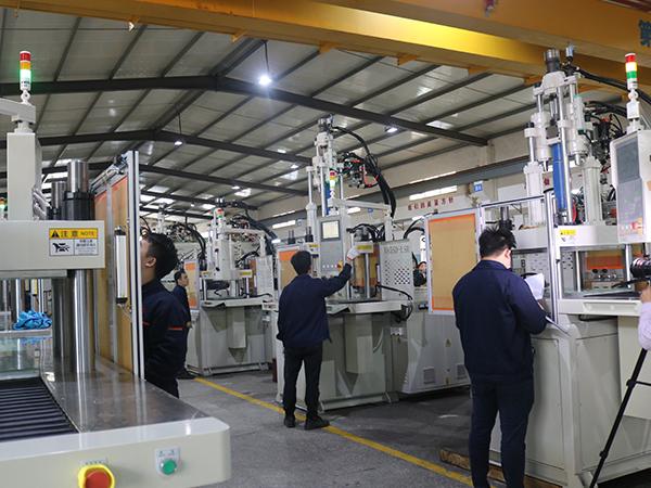 电源插头型立式注塑机厂家