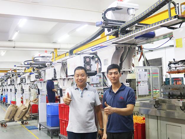 通达公司订购一批台富机械立式圆盘注塑机